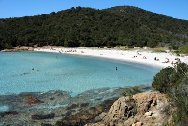 Des nudistes chassés de la plage par des tirs de carabine — Corse