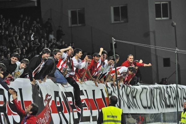 Ligue 2 : Ajaccio croit à la montée, Lens inquiète